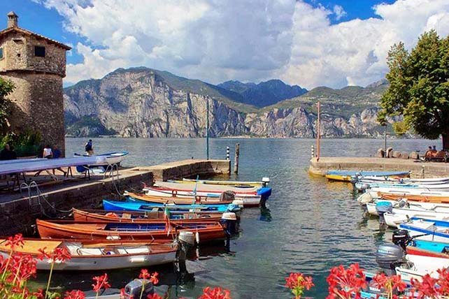Cassone kikötő Malcesine Garda tó Olaszország