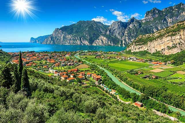 Torbole látkép Garda tó Olaszország