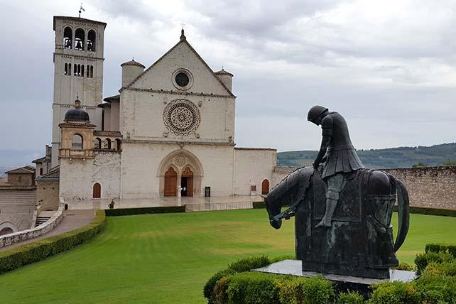 Zarándokút via Francigena di San Francesco Assisi Szent Ferenc bazilika-Olaszország