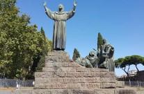 Zarándokút via Francigena di San Francesco Assisi Szent Ferenc emlékmű Róma-Olaszország